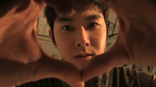 Yunho Love Sign